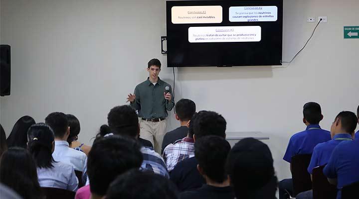 Astrofísico de la Universidad de Berkely impartió conferencia en el Observatorio Micro Macro